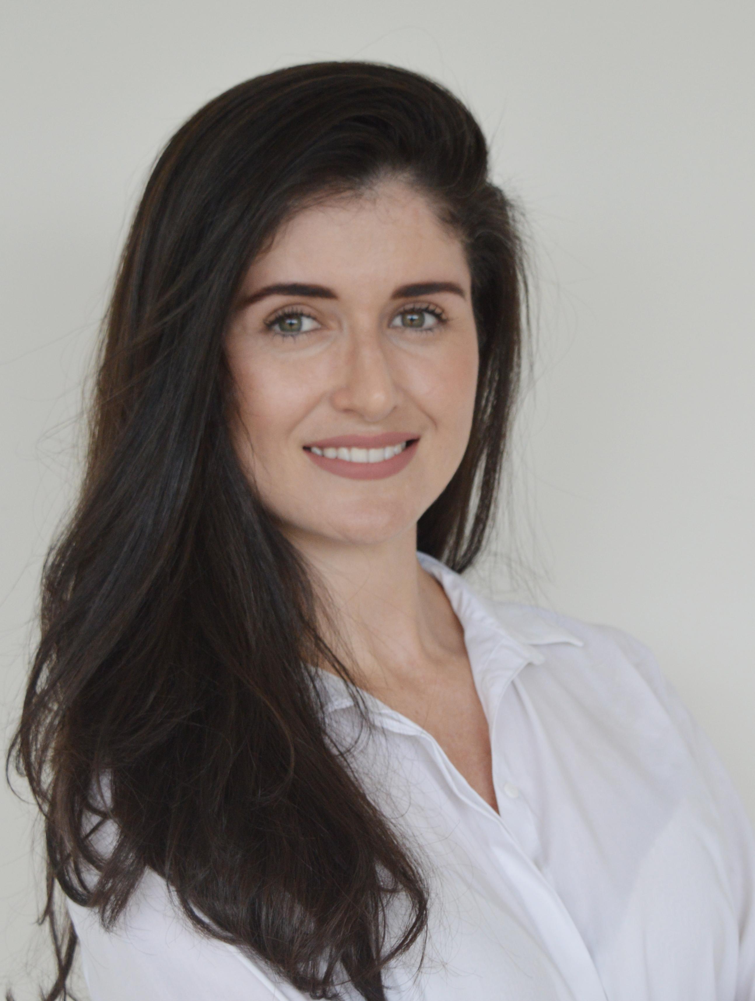 EMÍLIA MARIA AMIN DE CARVALHO