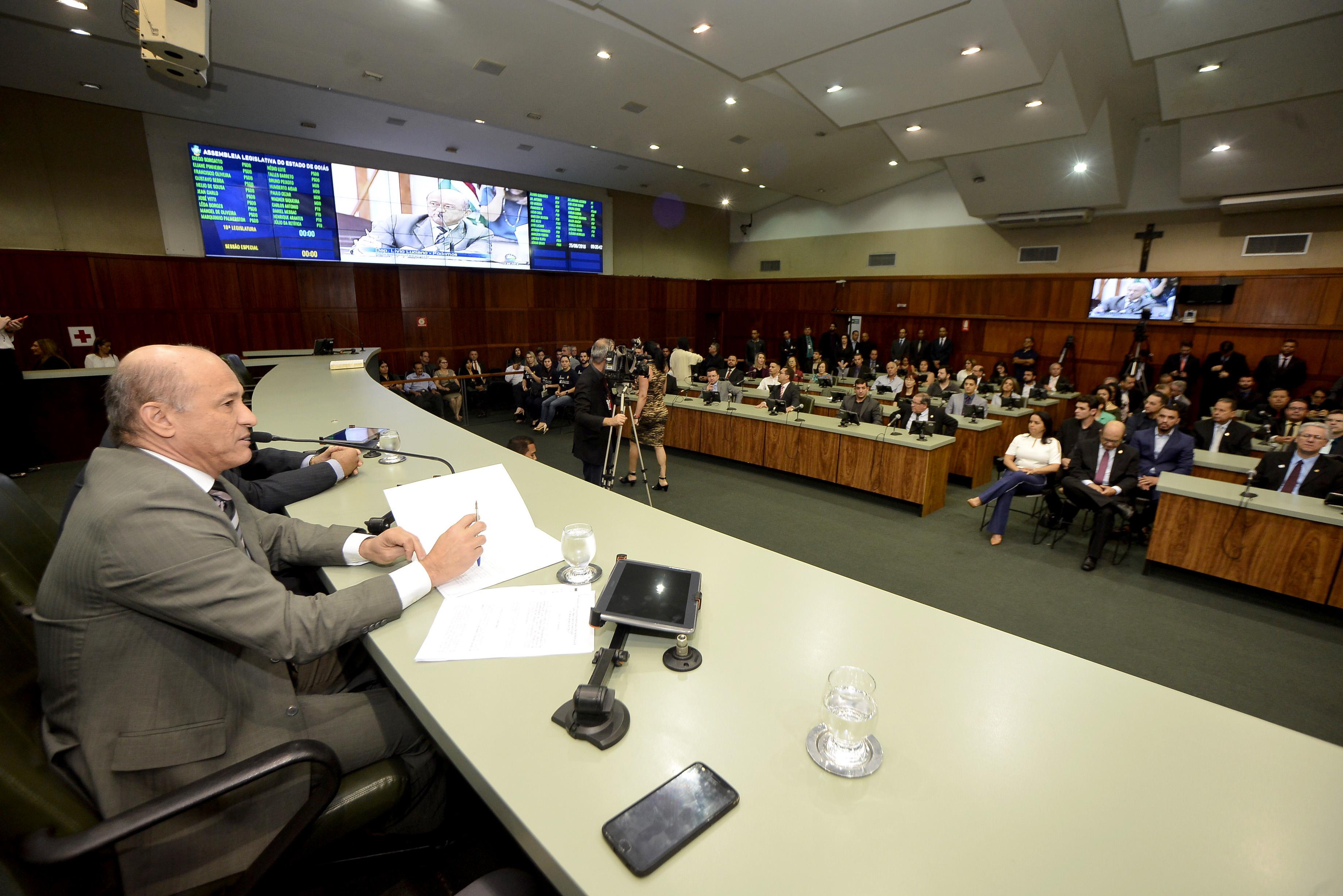 Corretores de imóveis são homenageados na Assembléia Legislativa | Creci-GO