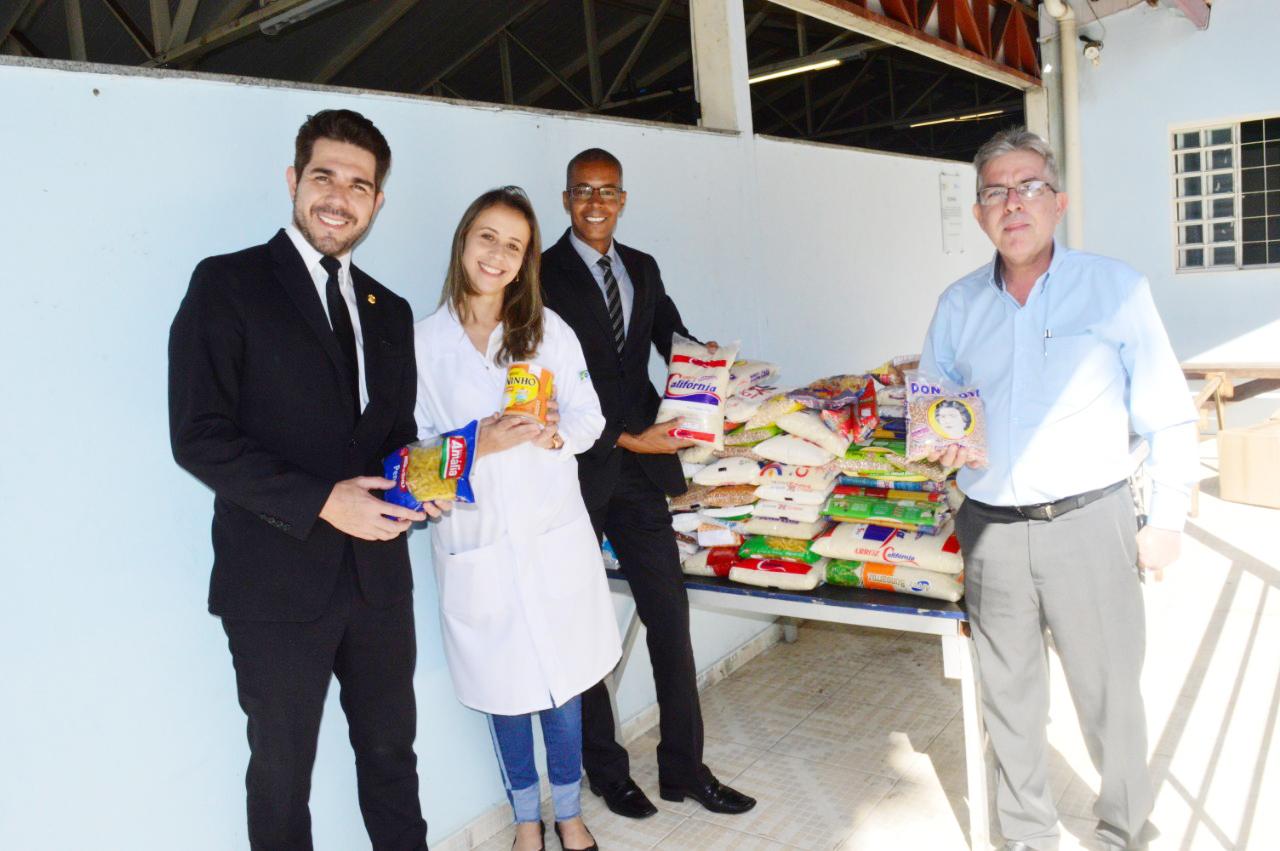 CRECI-GO doa alimentos a abrigo de idosos | Creci-GO