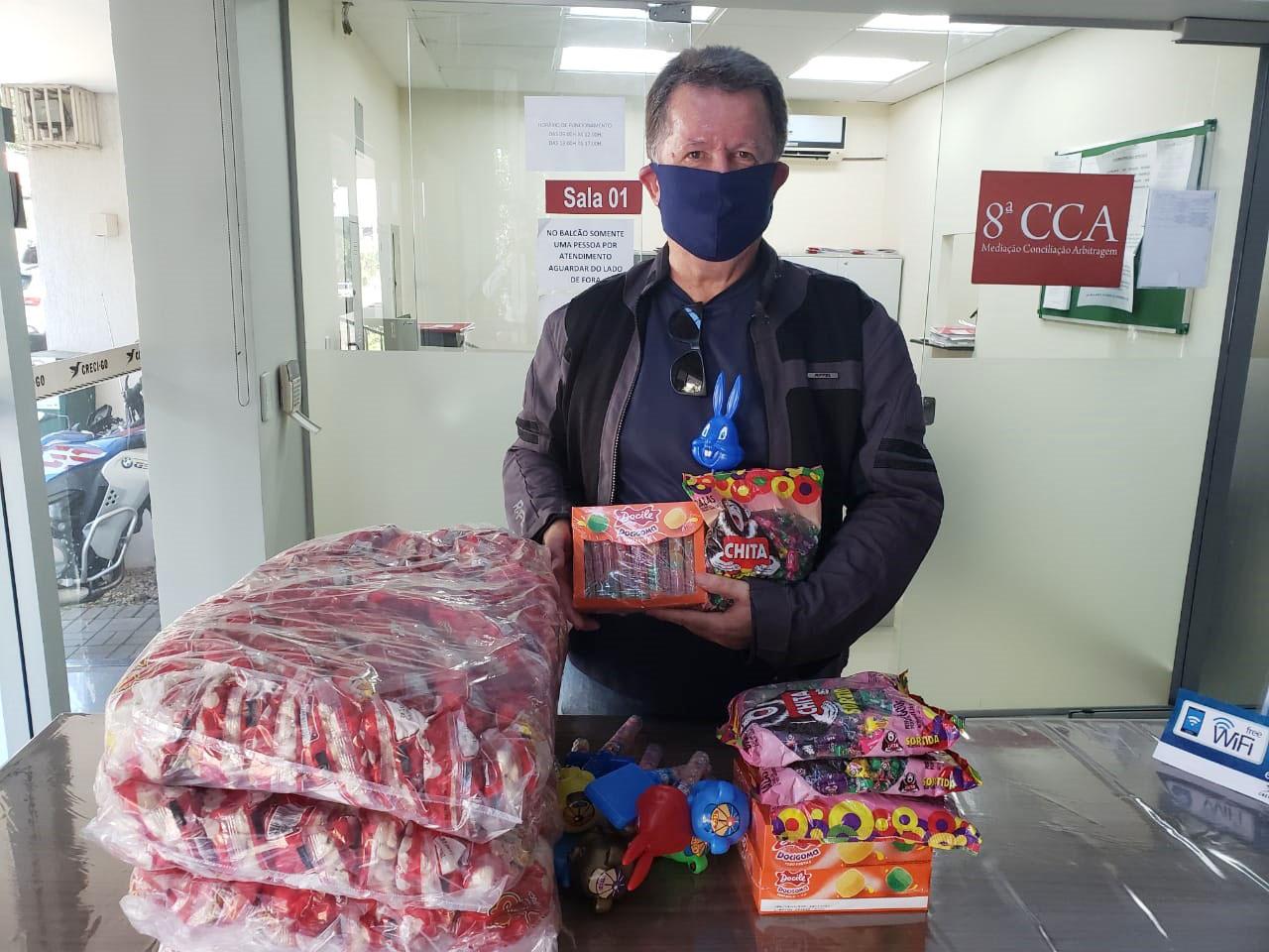 Guloseimas natalinas são doadas para Campanha Natal Feliz   CRECI-GO/ Conselho Regional de Corretores de Imóveis de Goiás